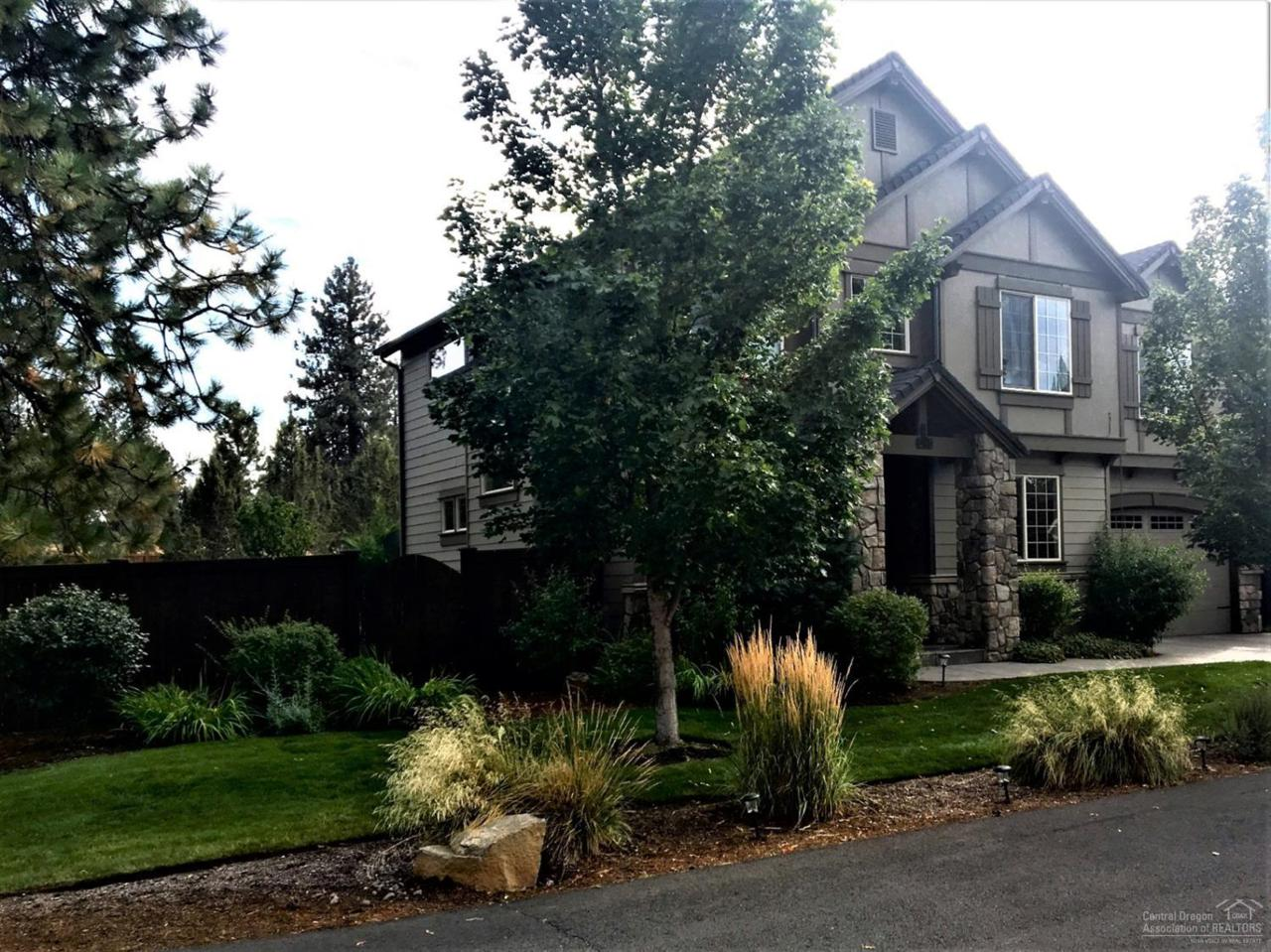 20185 Stonegate Drive, Bend, OR 97702 (MLS #201905777) :: The Ladd Group