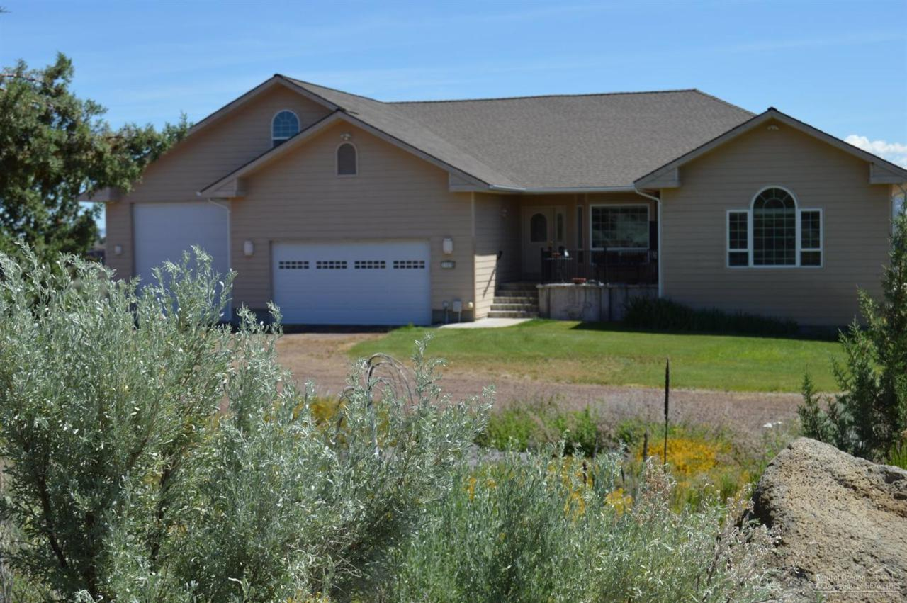 10831 SW Peninsula Drive, Terrebonne, OR 97760 (MLS #201605478) :: Birtola Garmyn High Desert Realty