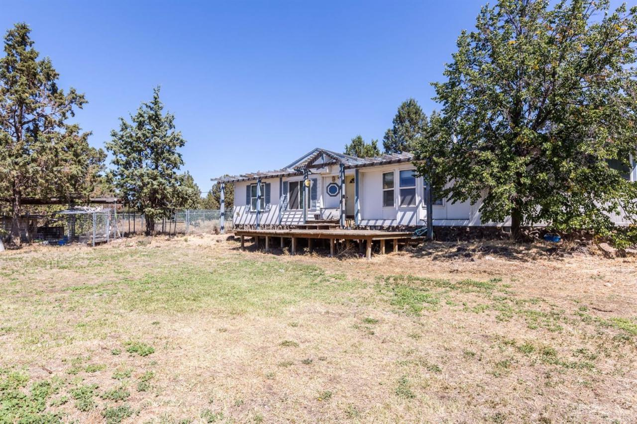 11808 SW Peninsula Drive, Terrebonne, OR 97760 (MLS #201608378) :: Birtola Garmyn High Desert Realty