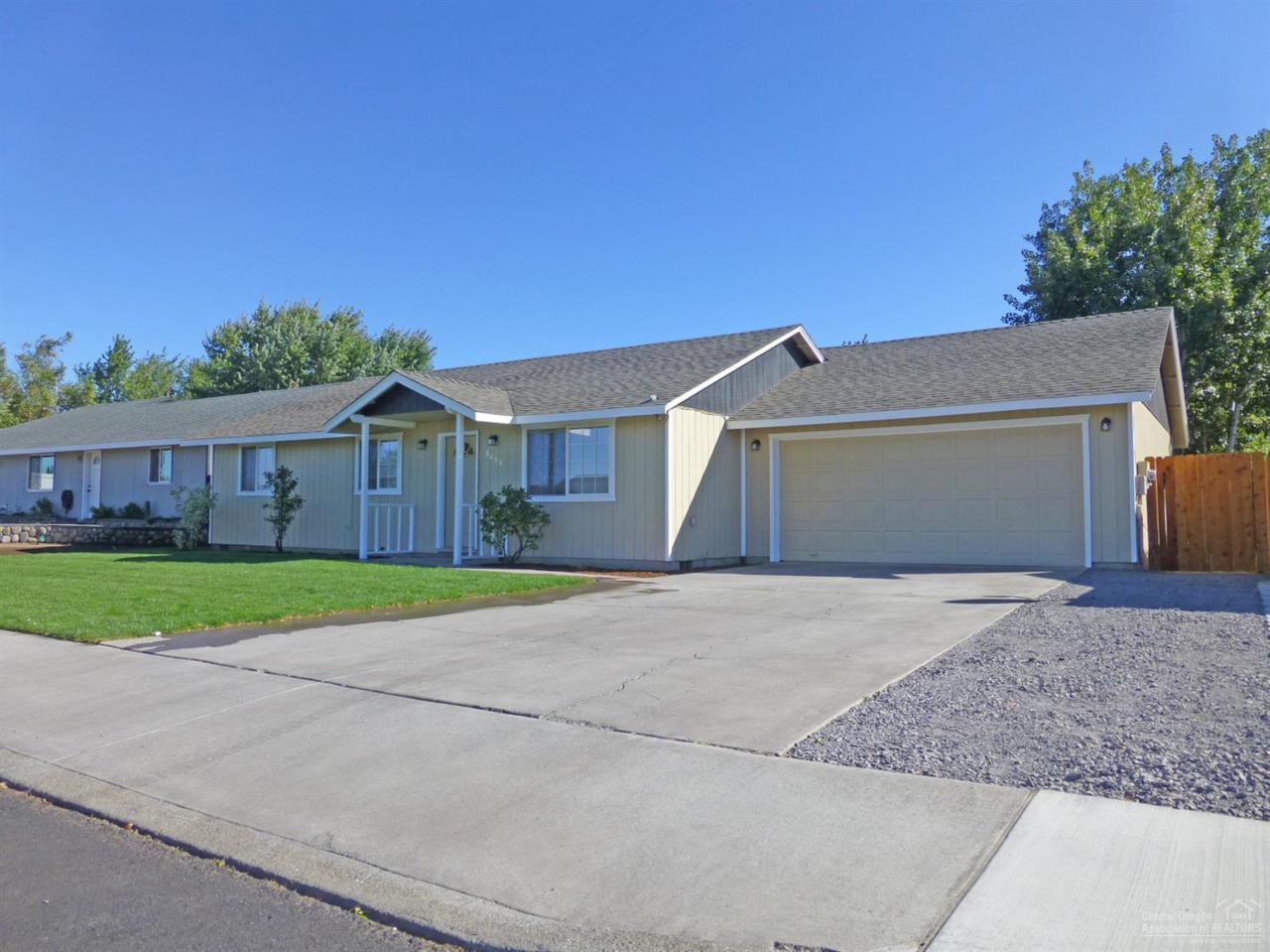 3156 SW Reindeer Avenue, Redmond, OR 97756 (MLS #201609397) :: Birtola Garmyn High Desert Realty