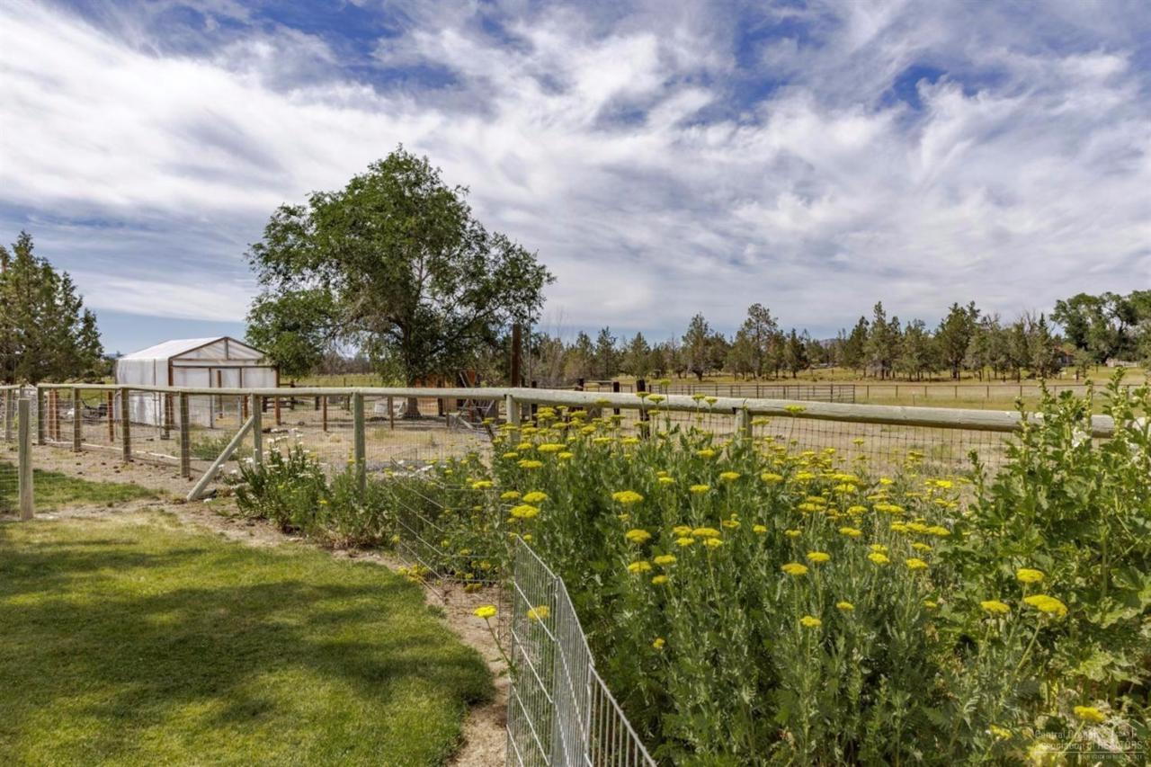 11815 NW 10th Street, Terrebonne, OR 97760 (MLS #201606775) :: Birtola Garmyn High Desert Realty