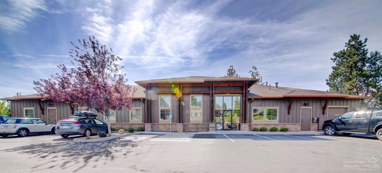 698 NW York Drive, Bend, OR 97703 (MLS #201608910) :: Birtola Garmyn High Desert Realty