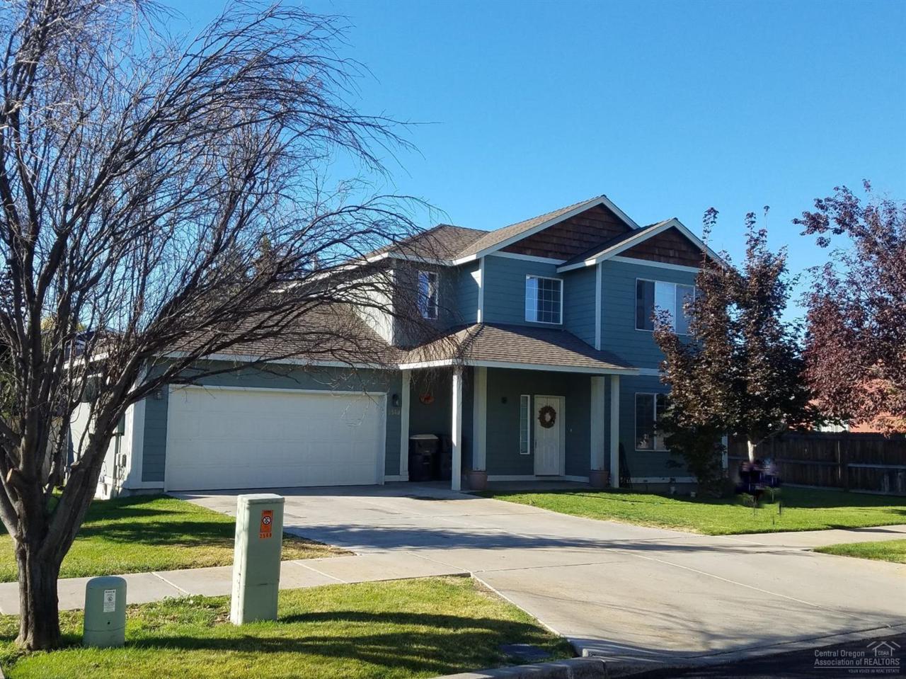 2548 NW Cedar Avenue, Redmond, OR 97756 (MLS #201609035) :: Birtola Garmyn High Desert Realty