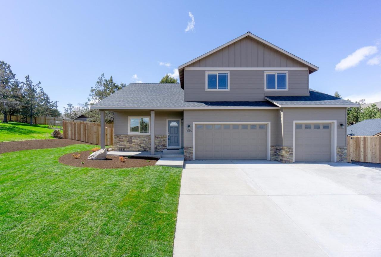 2825 SW 32nd Street, Redmond, OR 97756 (MLS #201700148) :: Fred Real Estate Group of Central Oregon
