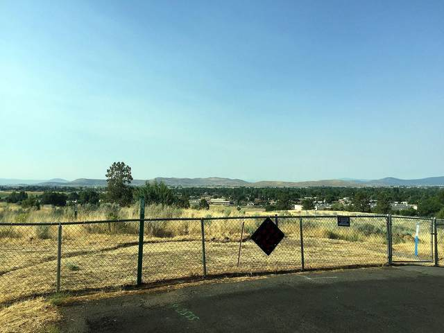 2200 Carlson Drive, Klamath Falls, OR 97603 (MLS #102994386) :: Premiere Property Group, LLC