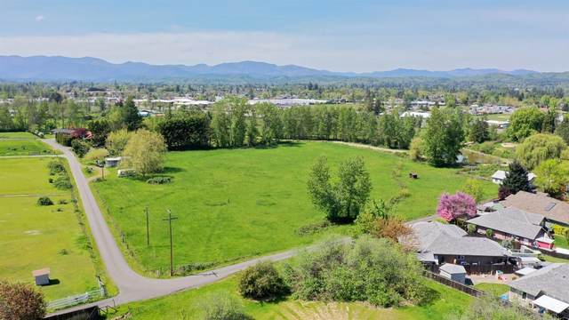 1484 Schutzwohl Lane, Grants Pass, OR 97527 (MLS #102996328) :: Vianet Realty