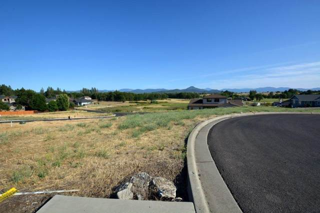 19 Terra Linda Drive, Eagle Point, OR 97524 (MLS #103004095) :: FORD REAL ESTATE