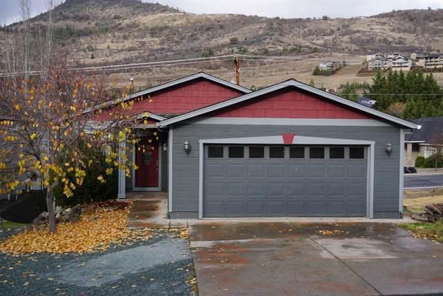 4662 Hillcrest Road, Medford, OR 97504 (MLS #103008512) :: Berkshire Hathaway HomeServices Northwest Real Estate