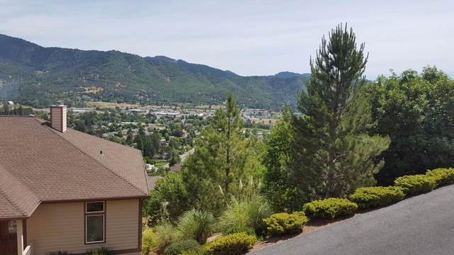 1137 NW Sunburst, Grants Pass, OR 97526 (MLS #103011566) :: Berkshire Hathaway HomeServices Northwest Real Estate
