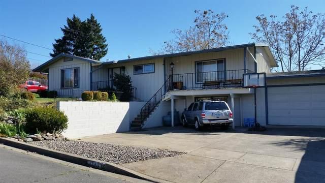 2130 College Way, Medford, OR 97504 (MLS #103011693) :: CENTURY 21 Lifestyles Realty