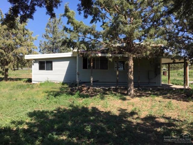 12983 SE Shawnee Road, Prineville, OR 97754 (MLS #201704793) :: Birtola Garmyn High Desert Realty