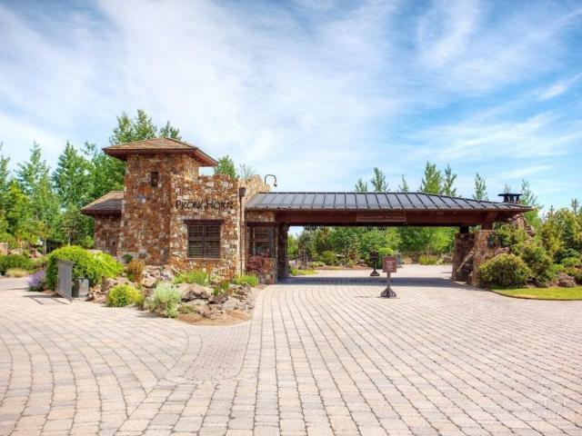 22904 Moss Rock Drive, Bend, OR 97701 (MLS #201705903) :: Birtola Garmyn High Desert Realty