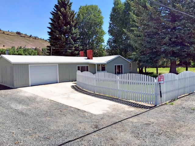 2433 SE Paulina Highway, Prineville, OR 97754 (MLS #201706195) :: Birtola Garmyn High Desert Realty