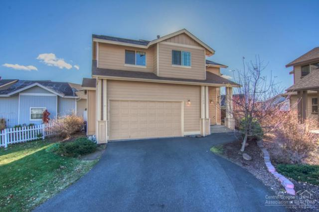 1742 NW Kingwood Place, Redmond, OR 97756 (MLS #201711302) :: The Ladd Group
