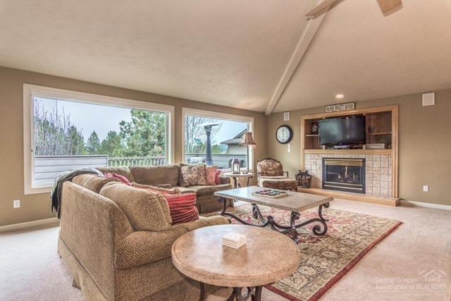 17639 Muir Lane, Sunriver, OR 97707 (MLS #201803378) :: Windermere Central Oregon Real Estate