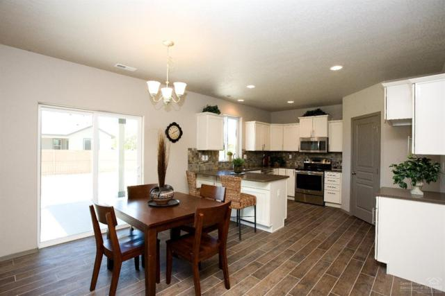 2473 NW Hemlock Way, Redmond, OR 97756 (MLS #201810192) :: Central Oregon Home Pros