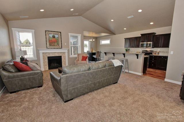 2546 NW Hemlock Way, Redmond, OR 97756 (MLS #201811618) :: Windermere Central Oregon Real Estate