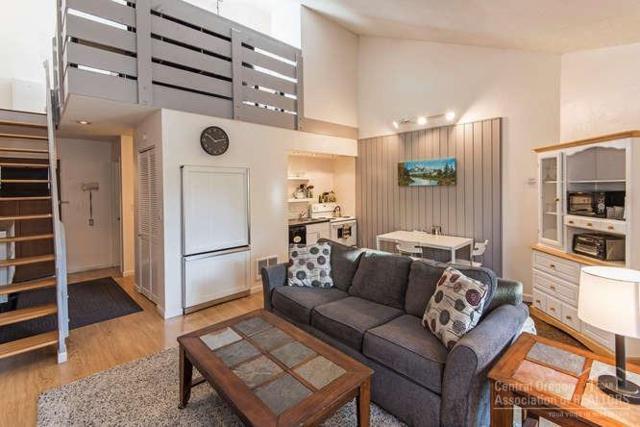 19717 Mount Bachelor Drive #205, Bend, OR 97702 (MLS #201900259) :: Fred Real Estate Group of Central Oregon