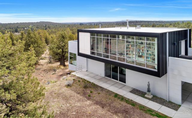 19088 Dusty Loop, Bend, OR 97703 (MLS #201900311) :: Fred Real Estate Group of Central Oregon
