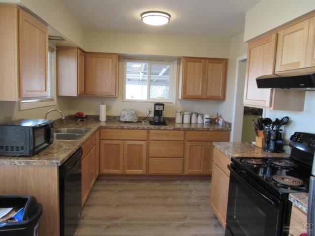 3142 SE 26 Highway, Madras, OR 97741 (MLS #201902139) :: The Ladd Group