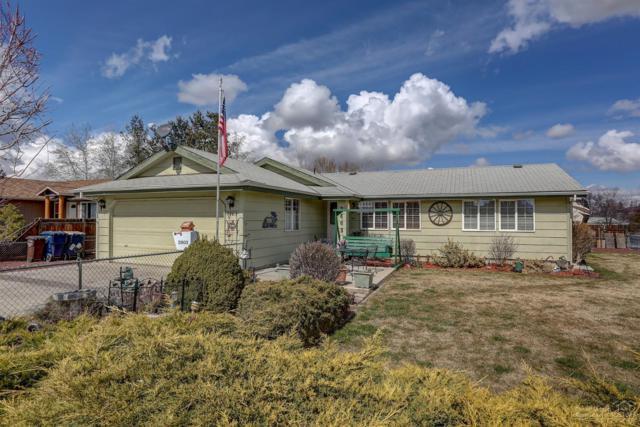 2803 SW Quartz Avenue, Redmond, OR 97756 (MLS #201902213) :: Fred Real Estate Group of Central Oregon