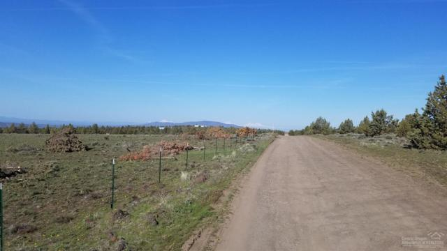 6801 SE Thomas, Prineville, OR 97754 (MLS #201903242) :: Team Birtola | High Desert Realty