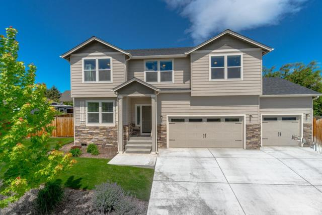 3327 SW 35th Street, Redmond, OR 97756 (MLS #201904388) :: The Ladd Group