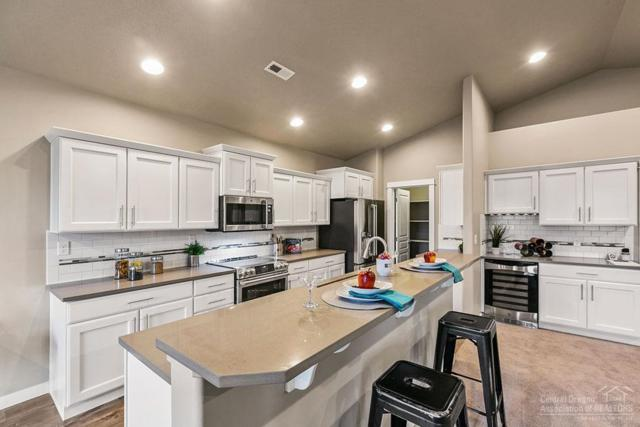 855 NW 26th Way, Redmond, OR 97756 (MLS #201904602) :: The Ladd Group