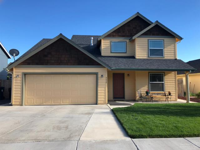3028 SW Indian Place, Redmond, OR 97756 (MLS #201905200) :: Team Sell Bend