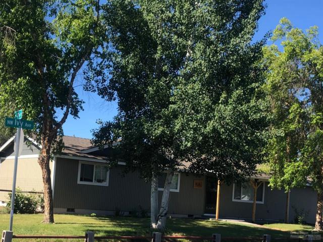 810 NW Ivy Avenue, Redmond, OR 97756 (MLS #201905955) :: Central Oregon Home Pros
