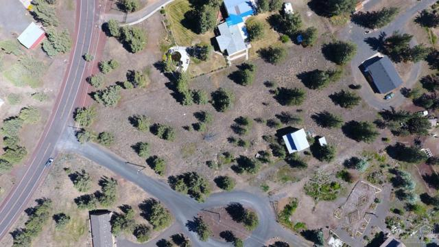 8490 SW Corner Place, Terrebonne, OR 97760 (MLS #201906382) :: Fred Real Estate Group of Central Oregon