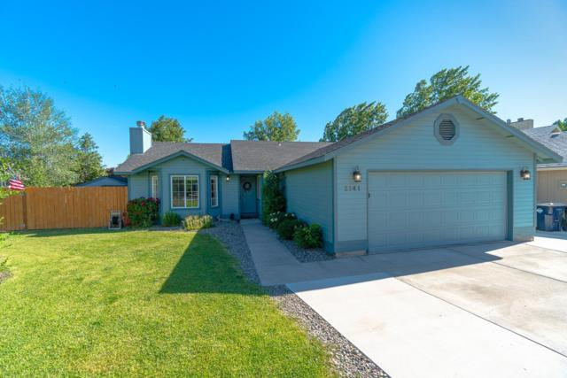 2141 NW Ivy Place, Redmond, OR 97756 (MLS #201906483) :: The Ladd Group