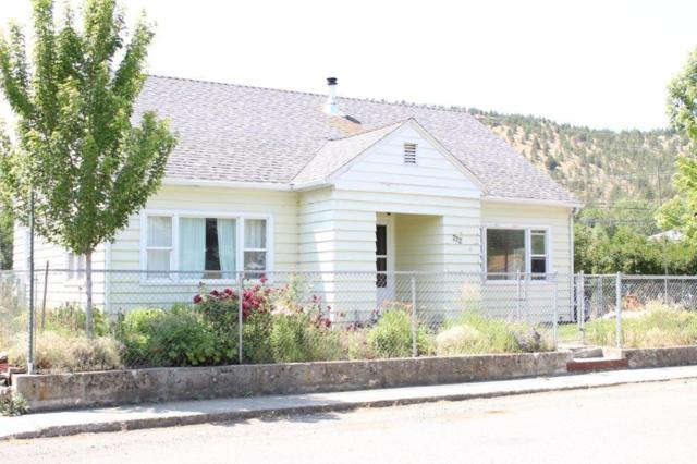 212 NW 3 Street, John Day, OR 97845 (MLS #201906564) :: Fred Real Estate Group of Central Oregon