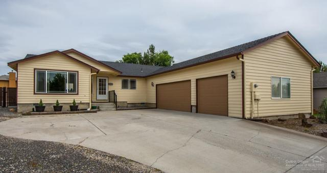 2223 NW Hemlock Place, Redmond, OR 97756 (MLS #201906837) :: Central Oregon Home Pros