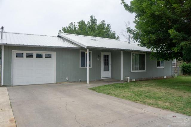 785 NW Beaver Street, Prineville, OR 97754 (MLS #201906936) :: Berkshire Hathaway HomeServices Northwest Real Estate