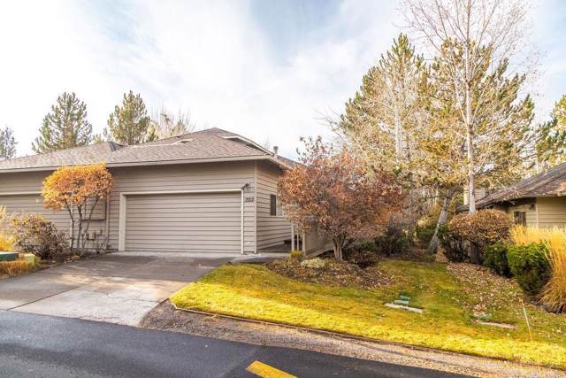 3023 NW Golf View Drive, Bend, OR 97703 (MLS #201910393) :: Fred Real Estate Group of Central Oregon