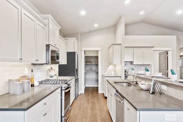63832 Wellington Street, Bend, OR 97701 (MLS #202000751) :: Fred Real Estate Group of Central Oregon