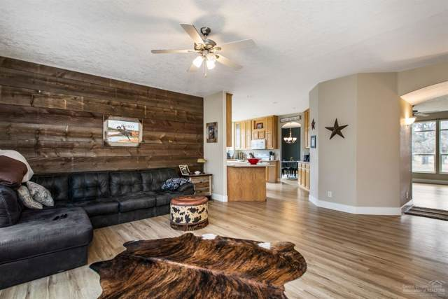68802 Bradley Drive, Sisters, OR 97759 (MLS #202000782) :: Berkshire Hathaway HomeServices Northwest Real Estate