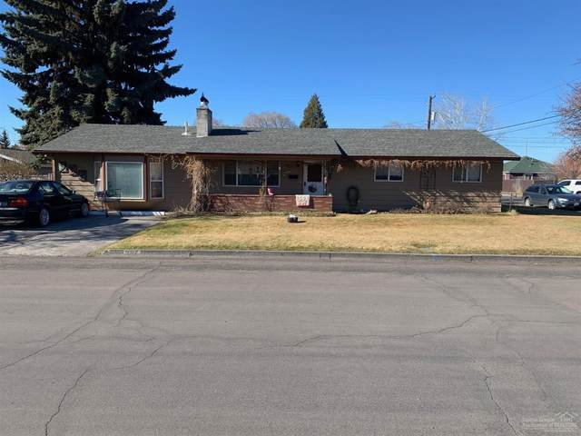 907 SW 12th Street, Redmond, OR 97756 (MLS #202000994) :: Bend Homes Now