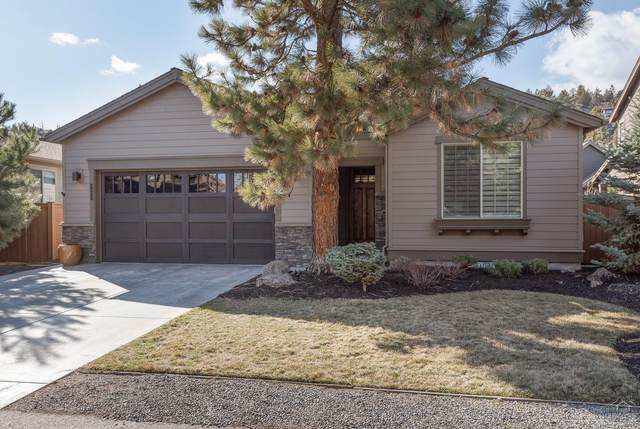 3053 NW Clubhouse Drive, Bend, OR 97703 (MLS #202001248) :: The Ladd Group