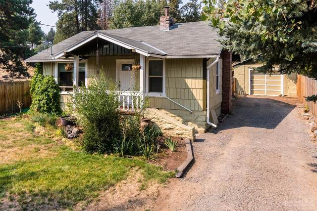 1484 NW Newport Avenue, Bend, OR 97703 (MLS #202001347) :: Fred Real Estate Group of Central Oregon