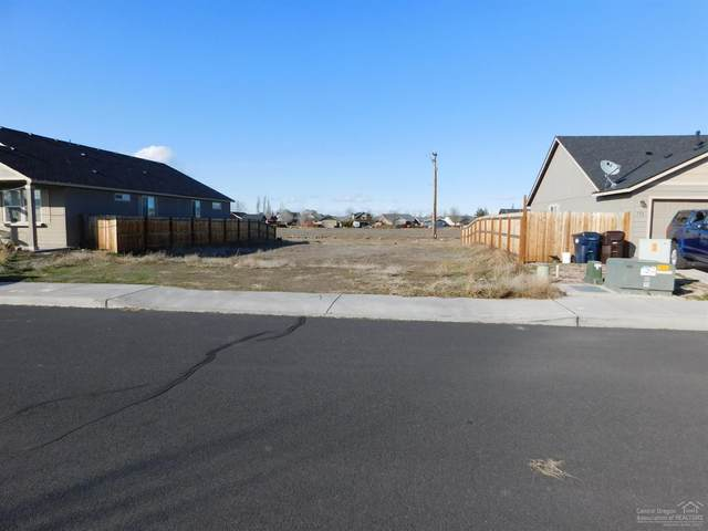 760 NW Green Forest Circle, Redmond, OR 97756 (MLS #202001389) :: Team Birtola | High Desert Realty