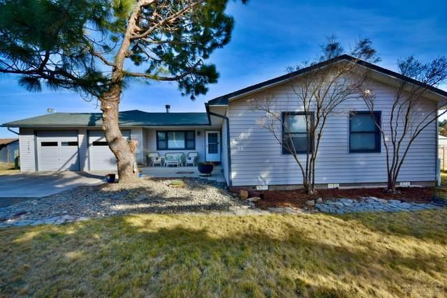 3910 NW La Mesa Lane, Redmond, OR 97756 (MLS #202001459) :: Coldwell Banker Bain