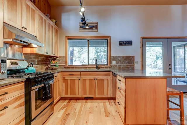 17812 Mt Hood Lane, Sunriver, OR 97707 (MLS #202001521) :: Bend Homes Now