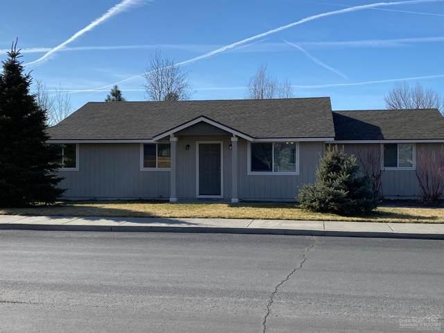 3116 SW Quartz Avenue, Redmond, OR 97756 (MLS #202001627) :: Coldwell Banker Bain