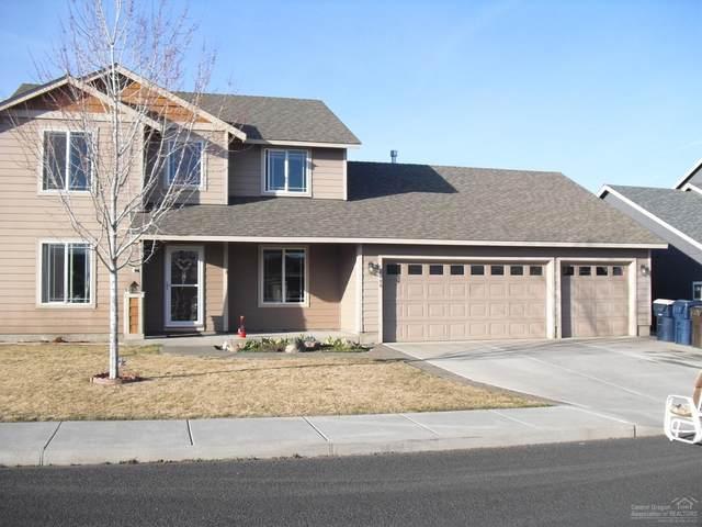 2135 NW Kingwood Avenue, Redmond, OR 97756 (MLS #202001956) :: Bend Homes Now