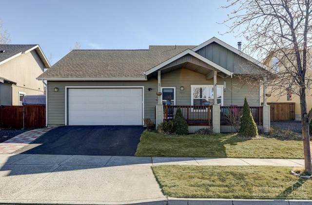 20731 Beaumont Drive, Bend, OR 97701 (MLS #202002025) :: The Ladd Group