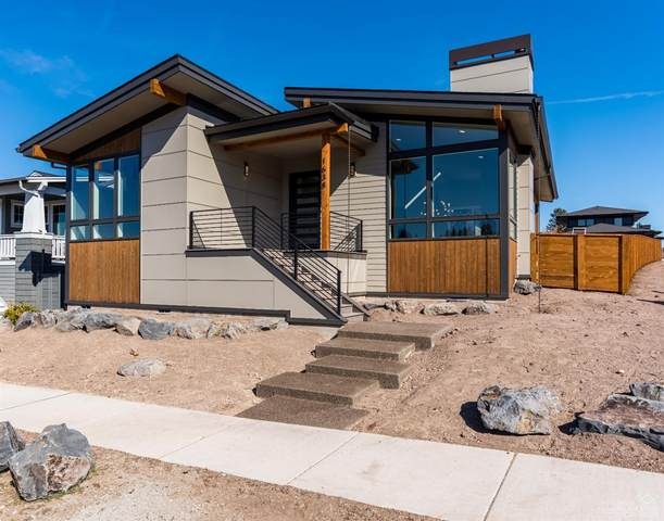 1638 NW Fields Street, Bend, OR 97703 (MLS #202002295) :: Berkshire Hathaway HomeServices Northwest Real Estate
