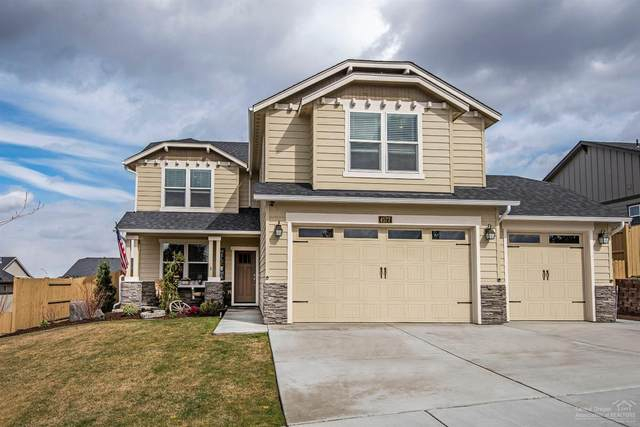 4577 SW Volcano Avenue, Redmond, OR 97756 (MLS #202002599) :: Fred Real Estate Group of Central Oregon