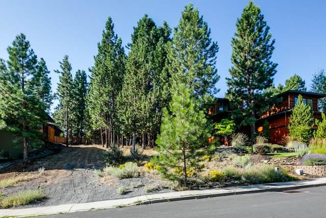 2736 NW Rainbow Ridge Drive, Bend, OR 97703 (MLS #220101124) :: Bend Homes Now
